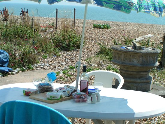 Pevensey Bay Beach: Dining 'Al fresco'