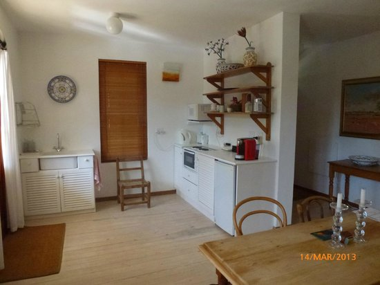 Akademie Street Boutique Hotel and Guest House: Kitchenette area