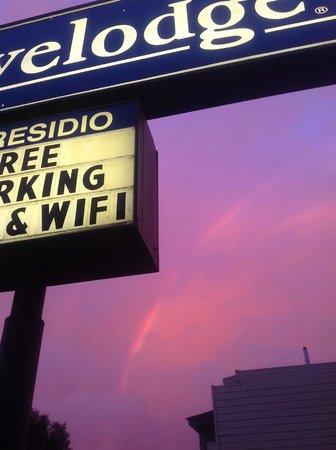 Travelodge at the Presidio San Francisco: Rainbow at sunset