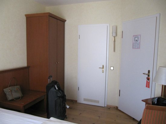 Hotel Augustinenhof: Part of Room. Left door - bathroom