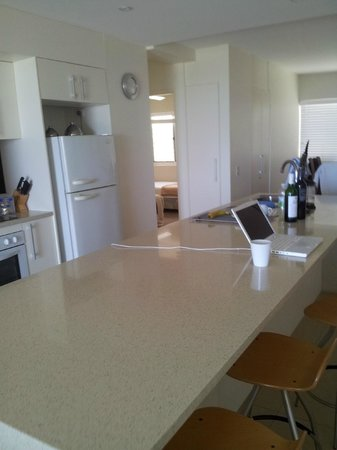 La Mer Beachfront Apartments: kitchen area with enormous island counter