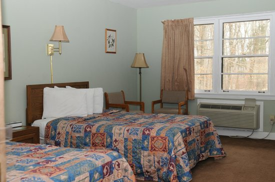 Mammoth Cave Hotel: Sunset Terrace Room - Family Unit