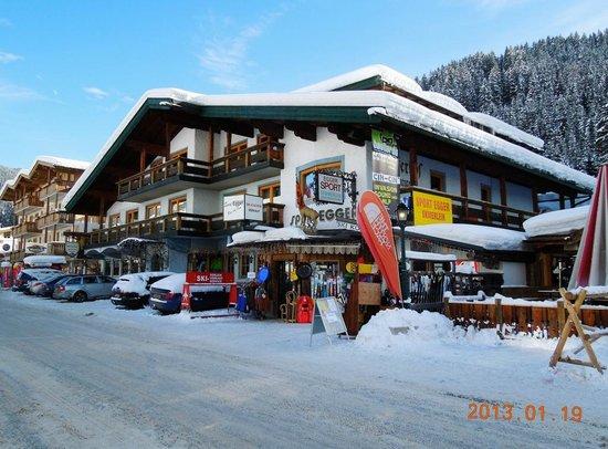 Pension Mitterhof: Hotel en Sportshop Egger