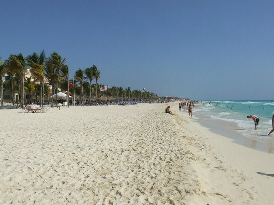 Hotel Riu Palace Mexico : Long beach