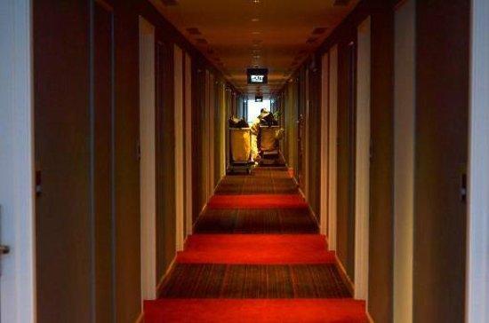 Ibis Bandung Trans Studio: path floor