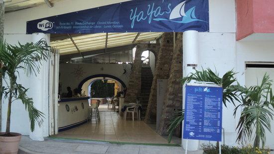 Yaya's Cafe: ENTRANCE