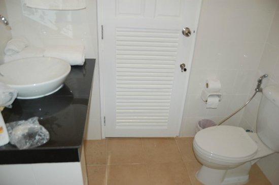 Naiyang Sonwa Resort : toilet