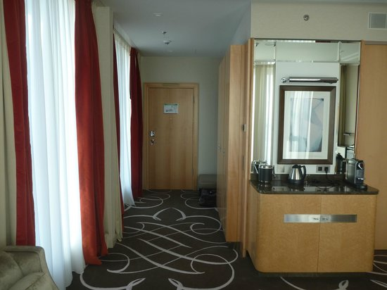 wohnbereich king corner suite bild von waldorf astoria berlin berlin tripadvisor. Black Bedroom Furniture Sets. Home Design Ideas