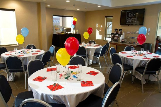 Comfort Suites Mattoon: Birthday Parties & Pool Parties Avaliable