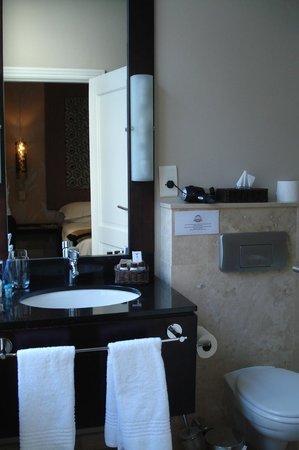 Grand Daddy Hotel: Badezimmer