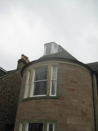 Glen Mhor Hotel & Apartments: room 10 at the top with small window