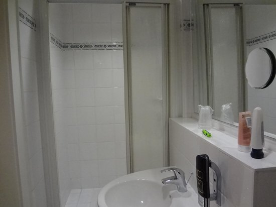 National Hotel - Frankfurt: The bathroom