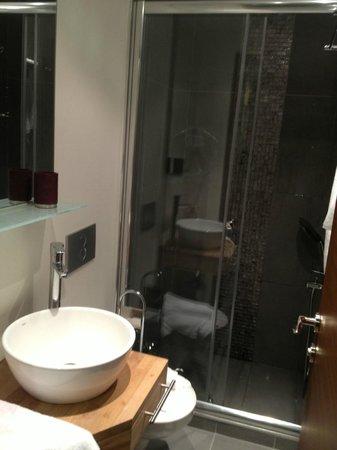 No11 Hotel & Apartments : Bathroom