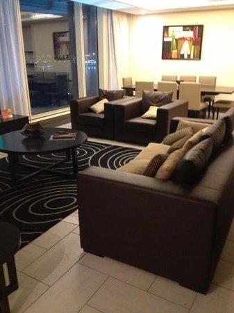 Kempinski Residences & Suites, Doha: صالة