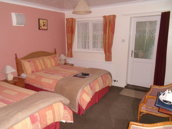New Inn Motel: Single, Twin, Double and Family Rooms Available