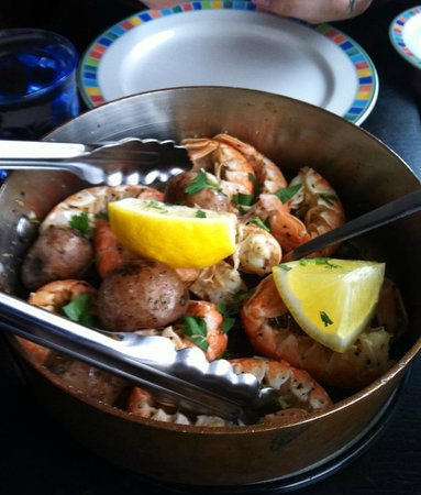 Fjorubordid: Lobster tails sauteed in garlic and butter.
