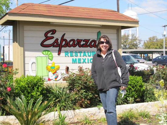 Esparza's Restaurante Mexicano: entrance