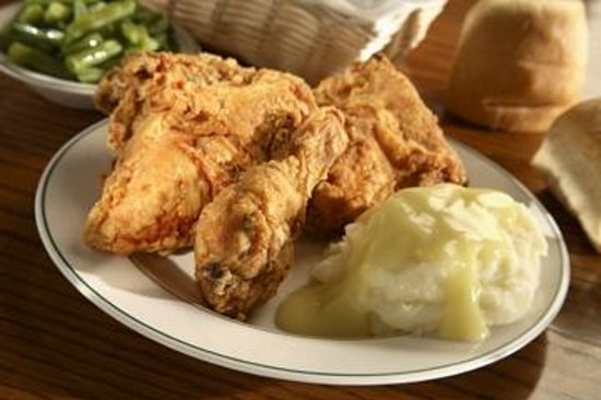 Der Dutchman Restaurant: Broasted chicken and real mashed potatoes