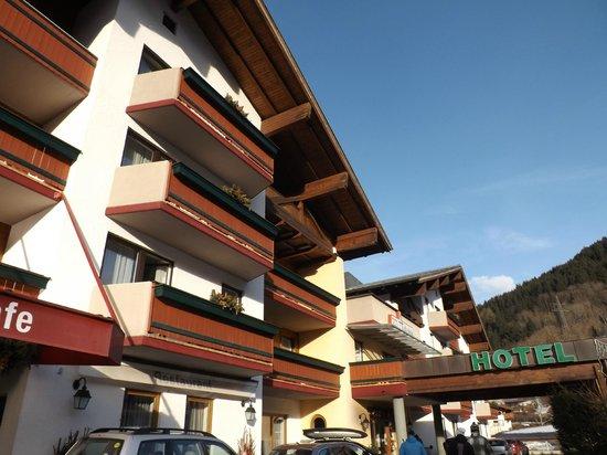 Antonius: Front of the hotel