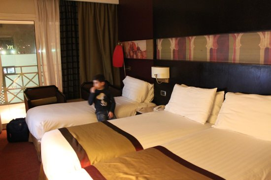 Mercure Cairo Le Sphinx: Double room with an extra bed
