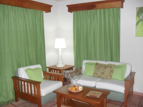 Vista Sol Punta Cana: coin sallon dans la suite junior