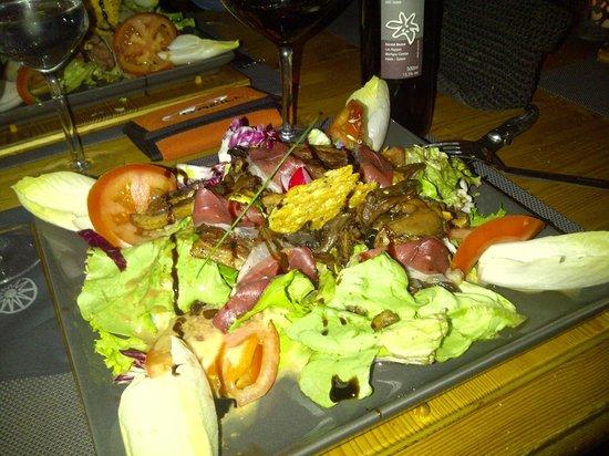 La Cabane: Salad with duck varieties