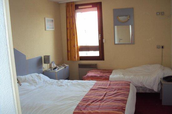 Macon Sud Hotel : chambre triple