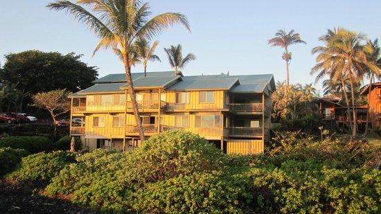 هانا كاي ماوي: Hana Kai Maui viewed from beach at sunrise