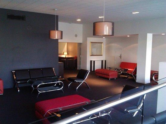 The Devon Hotel & Conference Center : Lounge