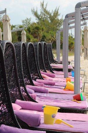 Paradisus Playa Del Carmen La Esmeralda: Family Concierge beds at the beach
