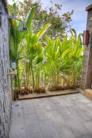 Paresa Resort Phuket: Incredible outdoor shower