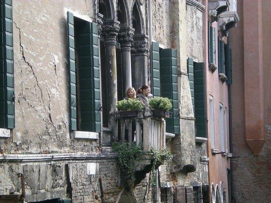 Ca' Amadi: and the balcony!