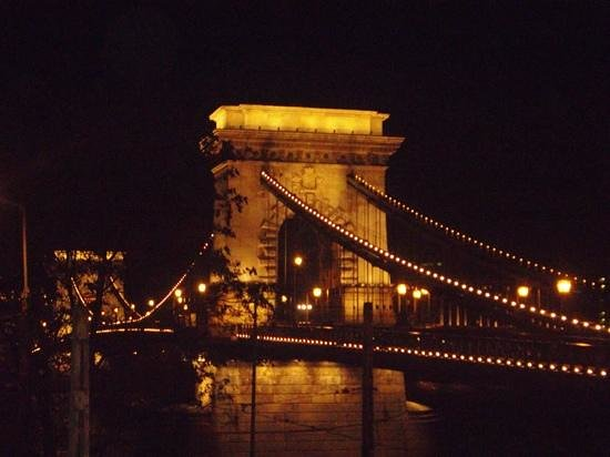 Carlton Hotel Budapest: the chain bridge  about 200m from hotel