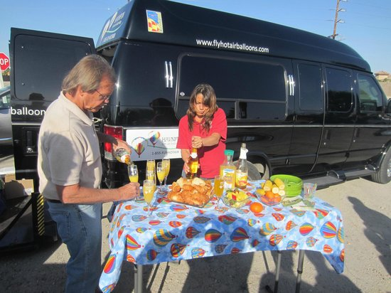 Havnfun Hot Air Ballooning : Owners Tom & Kelli setting up refreshments after balloon ride