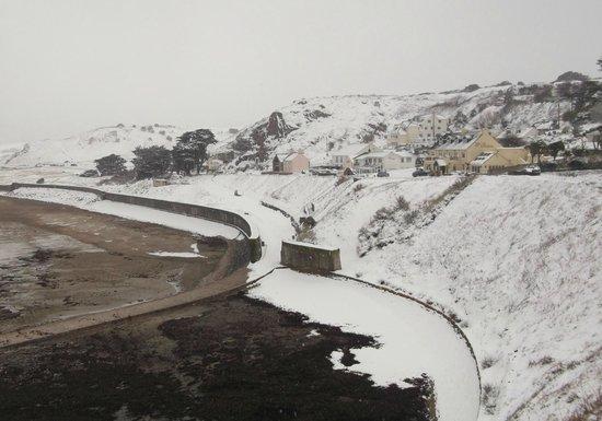 La Pulente: Snowy St Ouens Bay