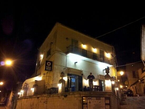 Scicli, Italien: Pizzeria Pura Follia con me sulla terrazza