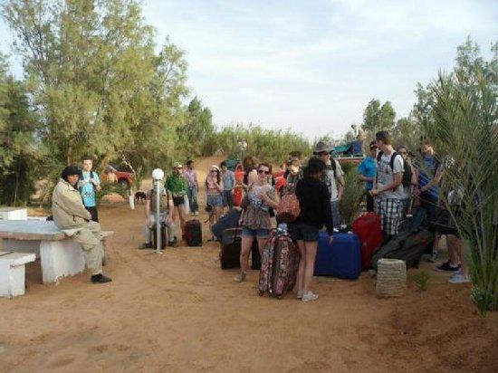 Campement Ain Essebat: Un groupe au camp