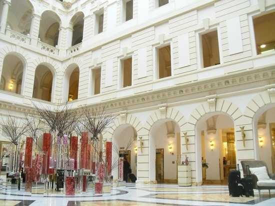 Boscolo Budapest, Autograph Collection: the grand entrance