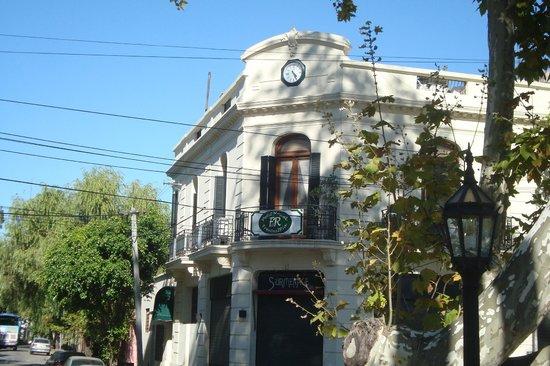 Petit Hostel Frente al Río: Fachada del hostel
