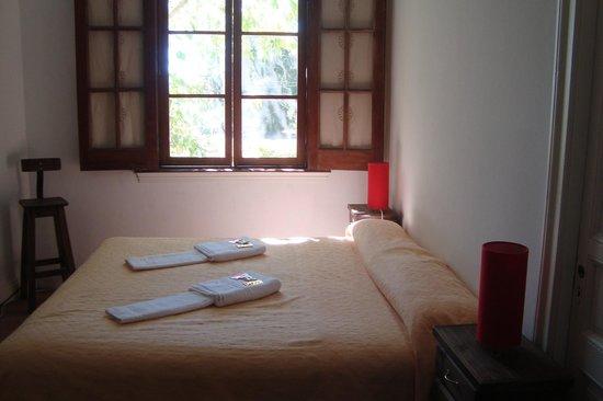 Petit Hostel Frente al Río: Interior de la habitacion.