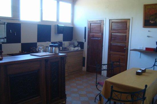 Petit Hostel Frente al Río: Cocina. Lugar de encuentro del desayuno