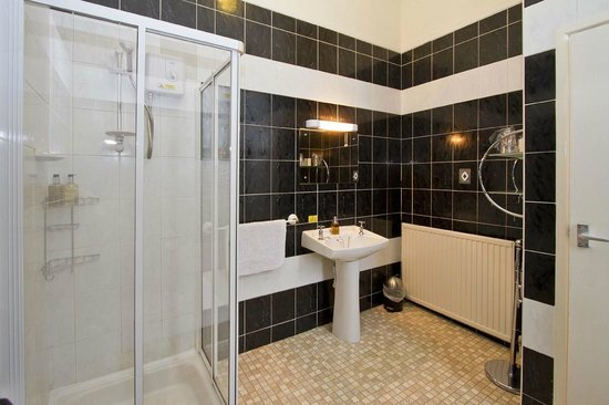 Heathcliff House: En suite Shower Room