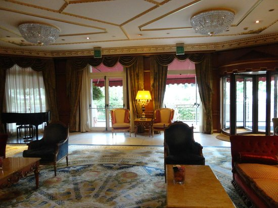 Parco dei Principi Grand Hotel & SPA: Another part of the Lounge in the Hotel