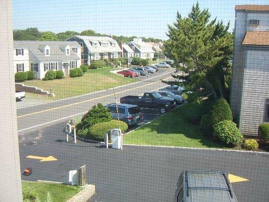The Yachtsman Condominium Rentals: The quiet road alongside the complex