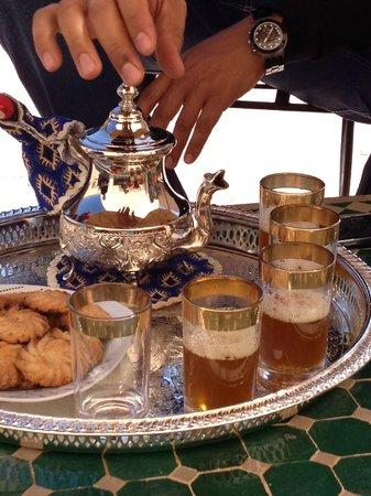 Riad Sougtani: Le thé d'accueil