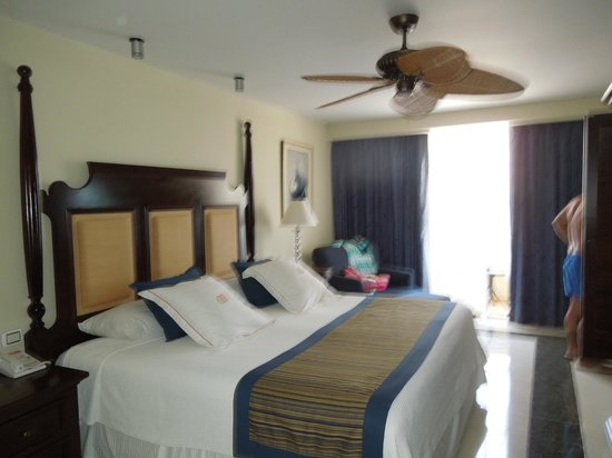 Occidental Grand Aruba All Inclusive Resort: our room
