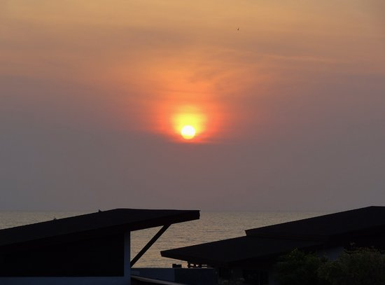 I-Tara Resort & Spa: Orange sunrise