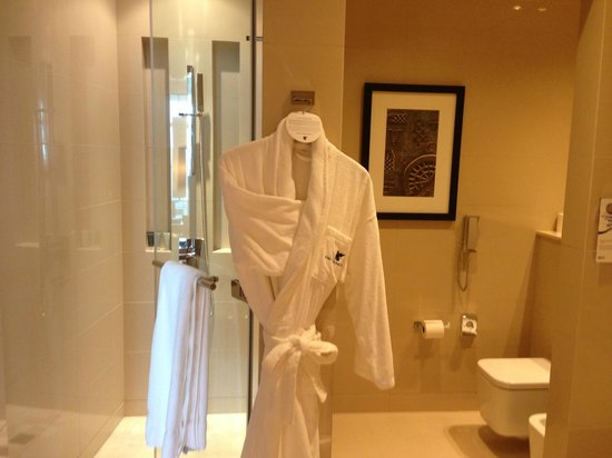 JW Marriott Marquis Hotel Dubai: Amazing bathroom
