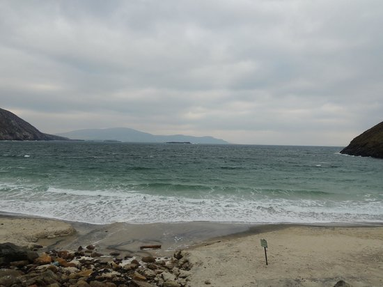 Atlantic Drive on Achill Island: Beach at very west end of Achill Island