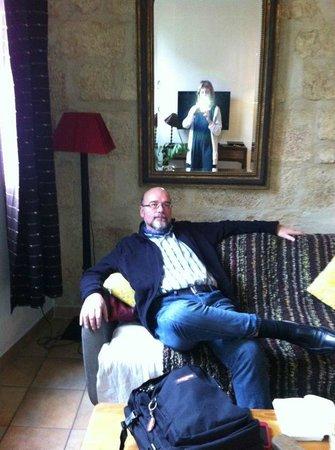 Chambre d'Autres et Suite du Merle Blanc: Sala principal. Hay dos habitaciones más